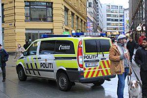 Politibil-foto-Oeyvind-Holmstad-cc-by-sa-4-0-wikipedia