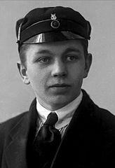 Portrett, ukjent mann med studentlue. Foto: Knut Knutsen_by_Gustav_Borgen. Lisens CC0, fri bruk